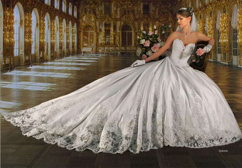 Вообще моя мечта -зелёное свадебное платье, а ещё лучше эльфийское, вот почти идеал